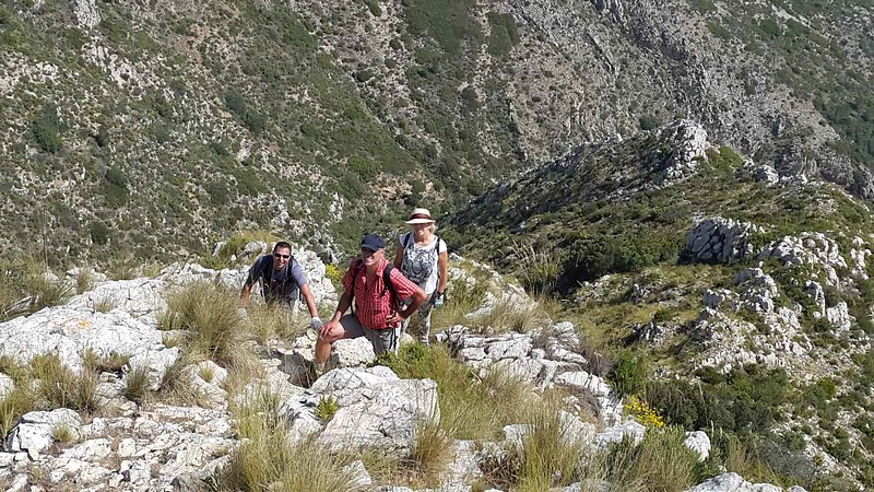 Approaching the Ferrer Ridge summit