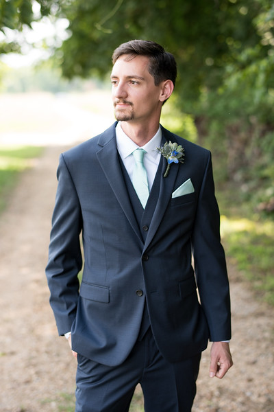 groom-portrait (15 of 21).jpg