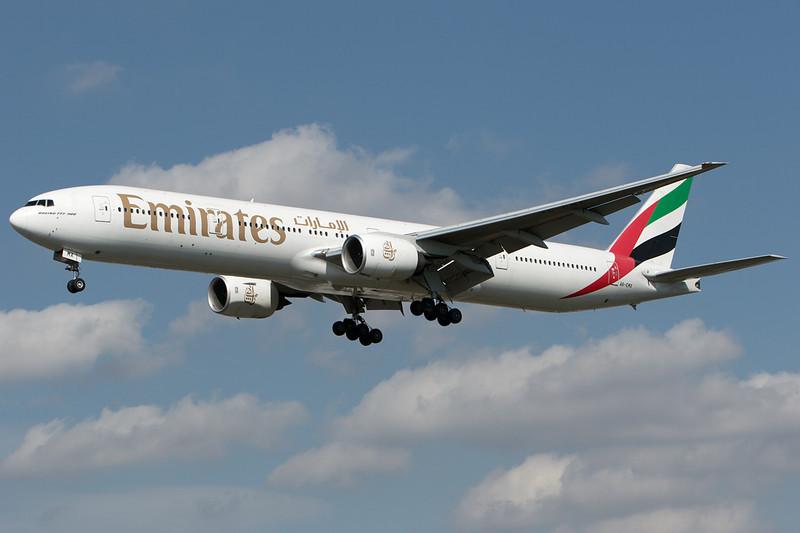 SkyMover_LHR16092007_Emirates_A6-EMX.jpg