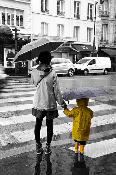 Paris rain child B&W w yellow 0551.jpg