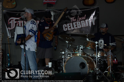 2014-09-07 [Sunday Night, Bullfrogs Bar & Grill, Kingsburg, CA]