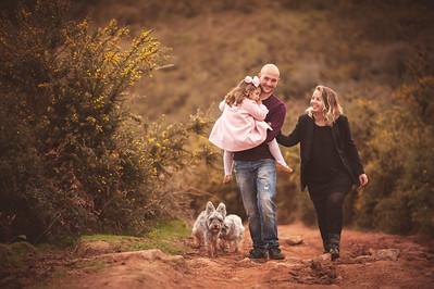 Daniela y sus papás con 4 años