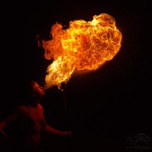 Fire Show at Parad — Parádi tűzzsonglőr bemutató