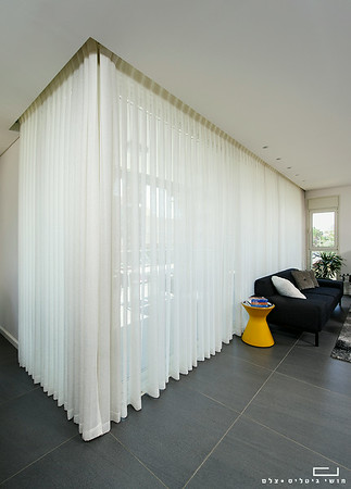 Curtains01