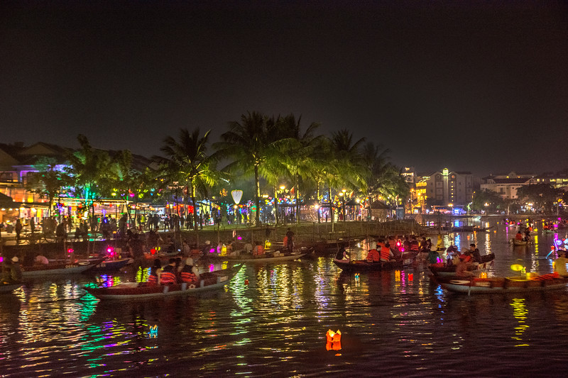 _DSC8605Night Lantern boats.jpg