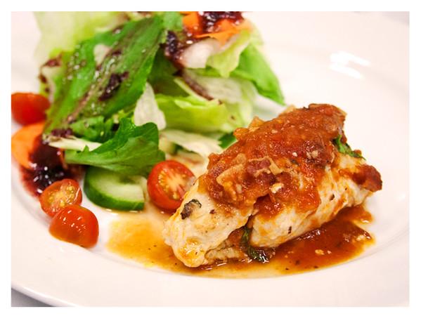 McDonaldsFarmtoRestaurantTour_EntreewithSalad.jpg