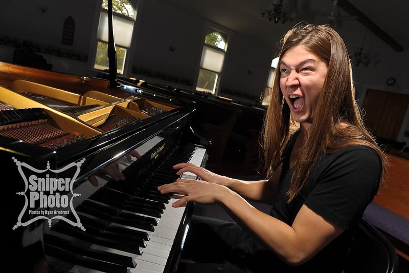 Benjamin Belew - piano player - louisville portrait photographer-8.jpg