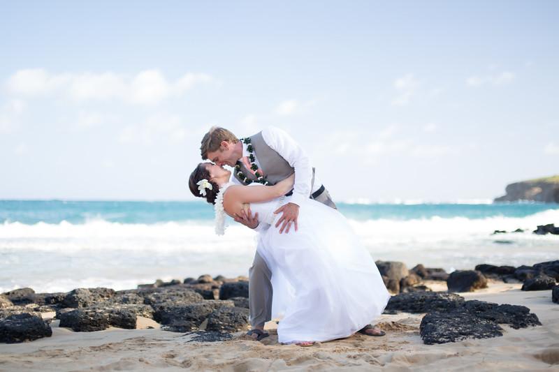 gillin beach kauai wedding-151.jpg