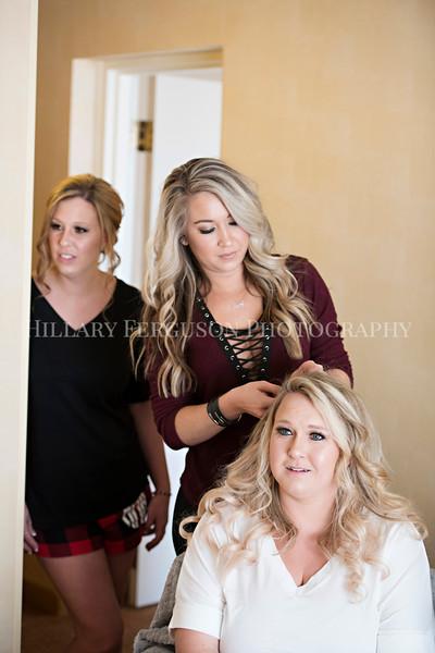Hillary_Ferguson_Photography_Melinda+Derek_Getting_Ready121.jpg