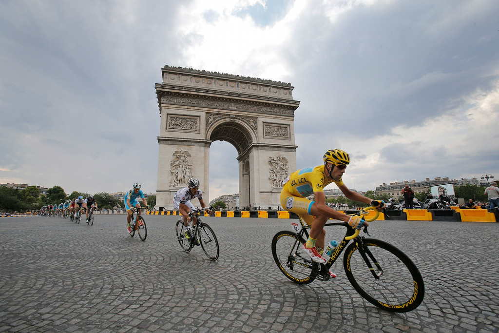. Italy\'s Vincenzo Nibali, wearing the overall leader\'s yellow jersey, passes the Arc de Triomphe during the twenty-first and last stage of the Tour de France cycling race over 137.5 kilometers (85.4 miles) with start in Evry and finish in Paris, France, Sunday, July 27, 2014. (AP Photo/Christophe Ena)