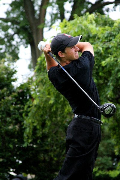 Patrick Rodgers, 18, of Avon, Ind., tees off against Andrew Yun in Friday morning's match play.