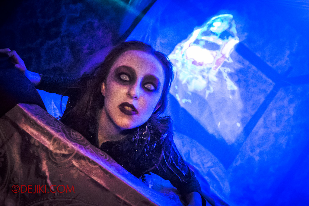 Halloween Horror Nights 6 - Salem Witch House / Haunting the bed