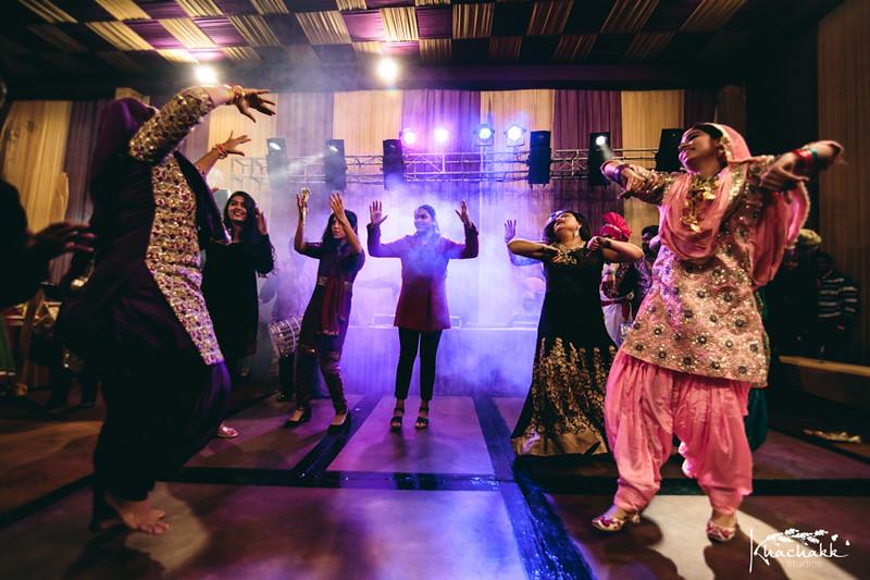 best-candid-wedding-photography-delhi-india-khachakk-studios_21.jpg