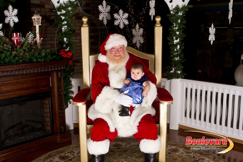 Santa Dec 15-207.jpg