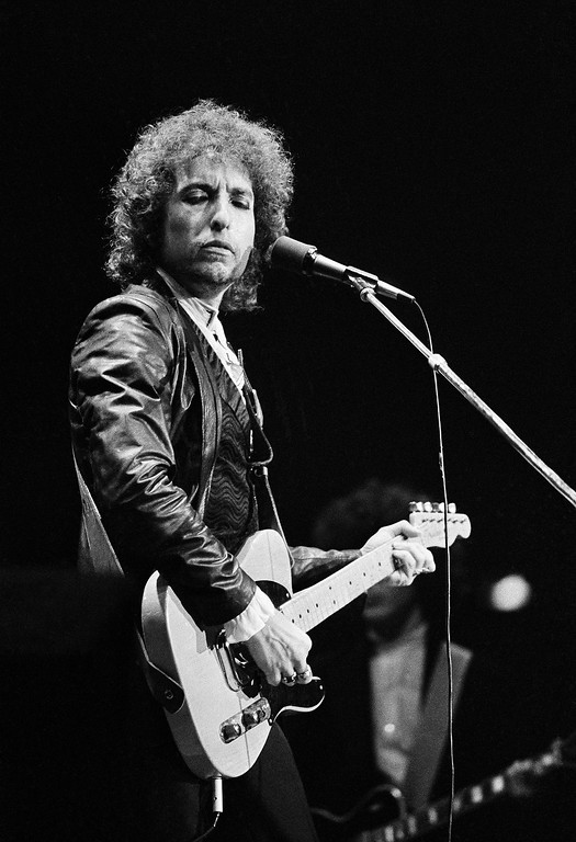 . American Singer Bob Dylan during his tour through West Germany at the Dortmunder Westfalenhalle, June 27, 1978. (AP Photo/Proepper)