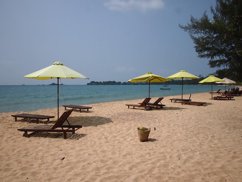 P1317279-vung-bau-resort-beach.JPG