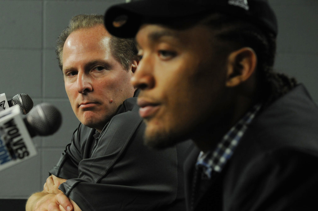 . David Kahn, left, introduces Michael Beasley, the team\'s new forward, to the media at a news conference at Target Center in Minneapolis on Thursday July 15, 2010. (Pioneer Press: Scott Takushi)