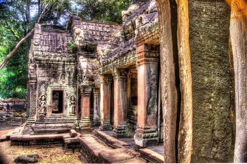 CambodiaTemplewithasparapairDSC_5000_1_2_tonemapped.jpg
