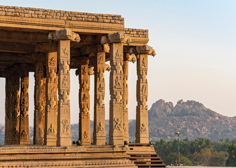 Kadalekalu Ganesha Temple, Hampi
