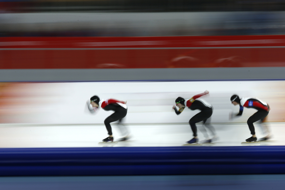 . (From L) Canada\'s Kali Christ, Canada\'s Christine Nesbitt and Canada\'s Brittany Schussler compete in the Women\'s Speed Skating Team Pursuit Quarterfinals at the Adler Arena during the Sochi Winter Olympics on February 21, 2014. (ADRIAN DENNIS/AFP/Getty Images)