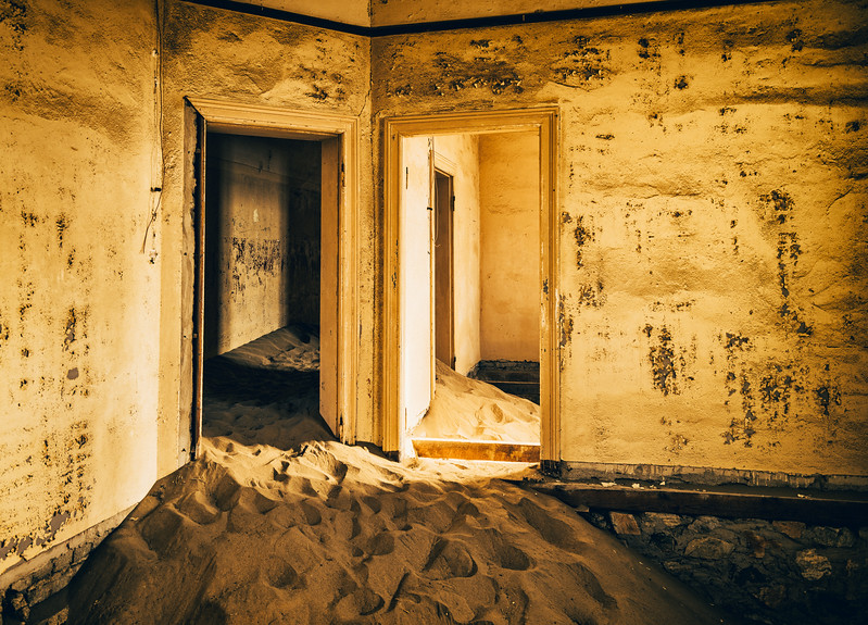 Doors to the past in Kolmanskop