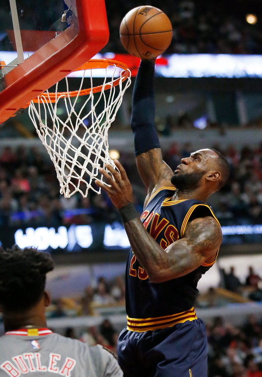 . Cleveland Cavaliers forward LeBron James goes up for a dunk against the Chicago Bulls during the first half of an NBA basketball game Thursday, March 30, 2017, in Chicago. (AP Photo/Nam Y. Huh)