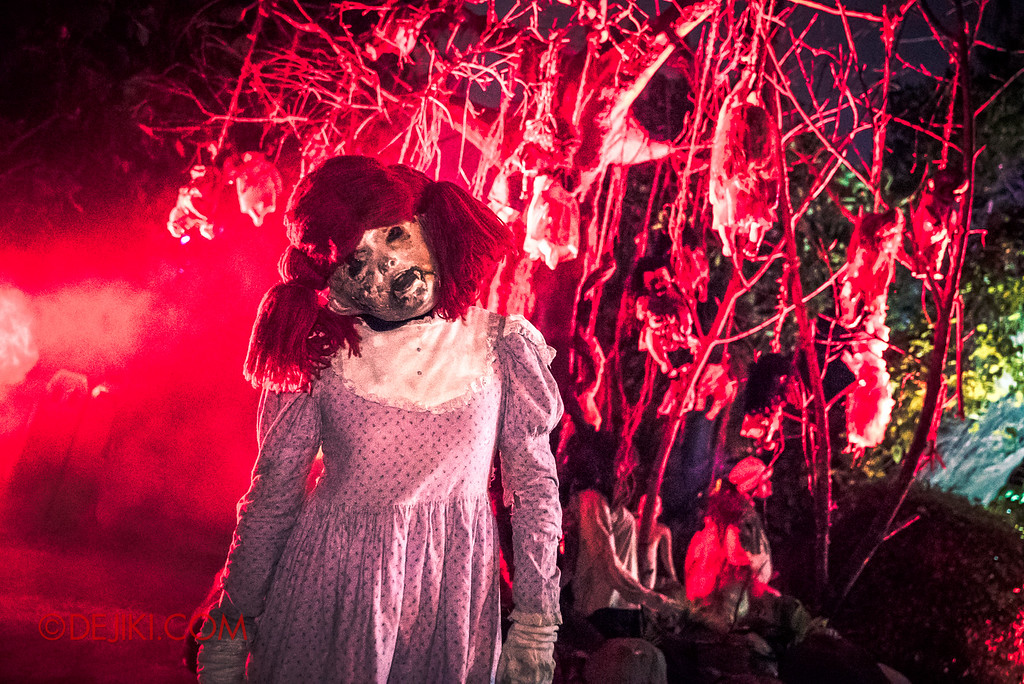 Halloween Horror Nights 6 - Suicide Forest scare zone / Raggedy Ann doll