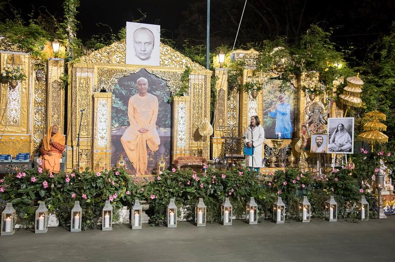 20151108_Swami Chetanananda_035.jpg