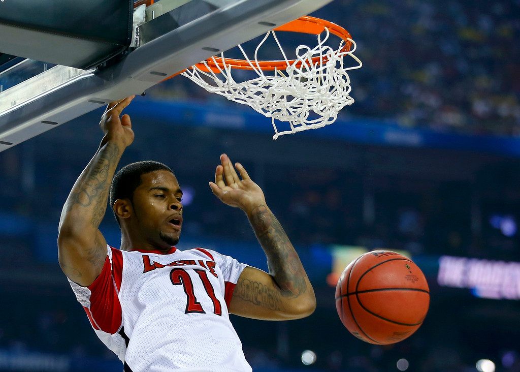 . Louisville Cardinals forward Chane Behanan dunks against the Michigan Wolverines during the first half of their NCAA men\'s Final Four championship basketball game in Atlanta, Georgia April 8, 2013. REUTERS/Jeff Haynes