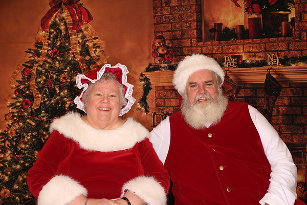 Santa and Mrs. Claus Visit The Girl Scouts of Eastern PA