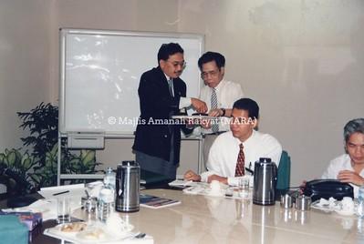 1995 - PELAWAT DARI VIETNAM KE MEDAN MARA