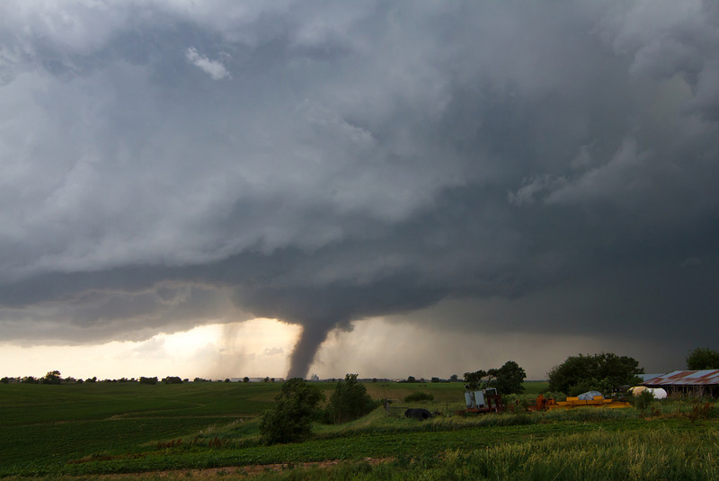 IMAGE: http://www.brettnickeson.com/Weather/Chases-and-Weather-Events/Bradshaw-NE-tornado-and-McCook/i-xRPvzbL/0/L/IMG01615-L.jpg
