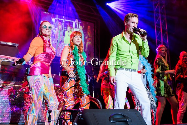 WDR 70's Event Turbinenhalle Oberhausen with Rockorchester Ruhrgebeat und Michael Holm
