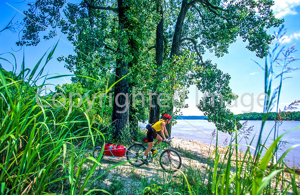 St. Louis - Bike Trails Ending/Beginning Nearby - Lewis & Clark