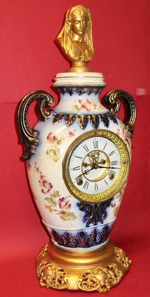 F. Kroeber China No. 32 Mantel Clock