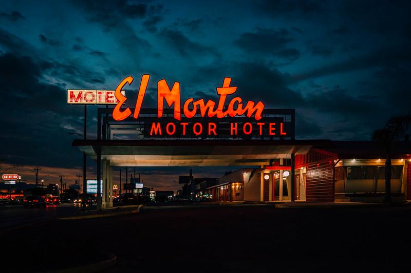El Montan dusk side.jpg