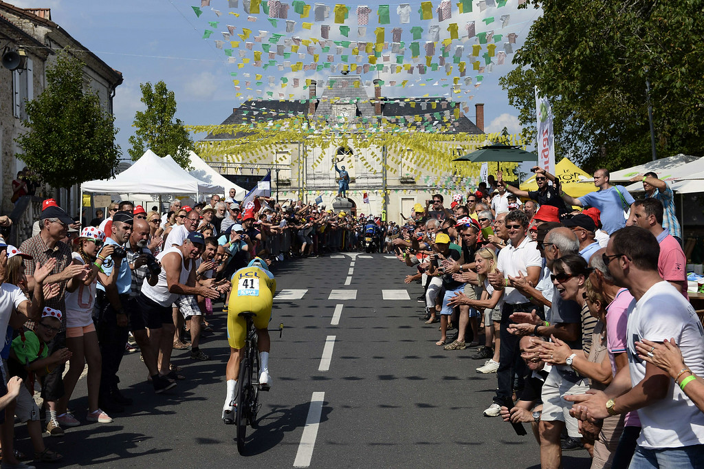 . Italy\'s Vincenzo Nibali wearing the overall leader\'s yellow jersey rides as supporters cheer during the twentieth stage, a 54 km individual time trial, as part of the 101st edition of the Tour de France cycling race on July 26, 2014 between Bergerac and Perigueux, western France.   AFP PHOTO / LIONEL BONAVENTURE/AFP/Getty Images
