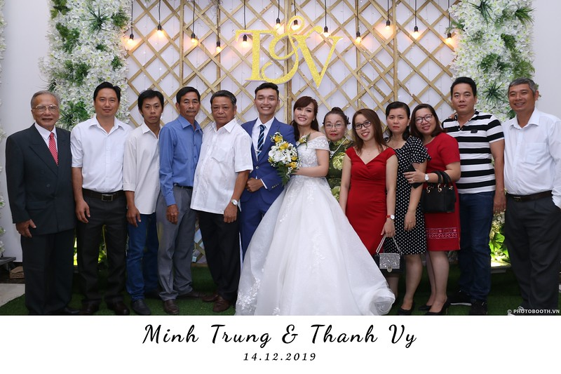 Trung-Vy-wedding-instant-print-photo-booth-Chup-anh-in-hinh-lay-lien-Tiec-cuoi-WefieBox-Photobooth-Vietnam-073.jpg