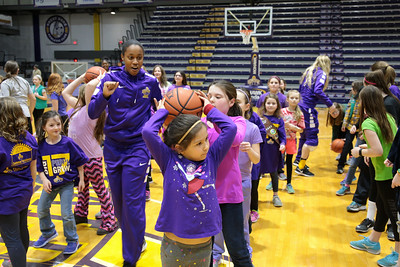 Women's Busy Saturday: Growl, Host Scouts, Top Hartford