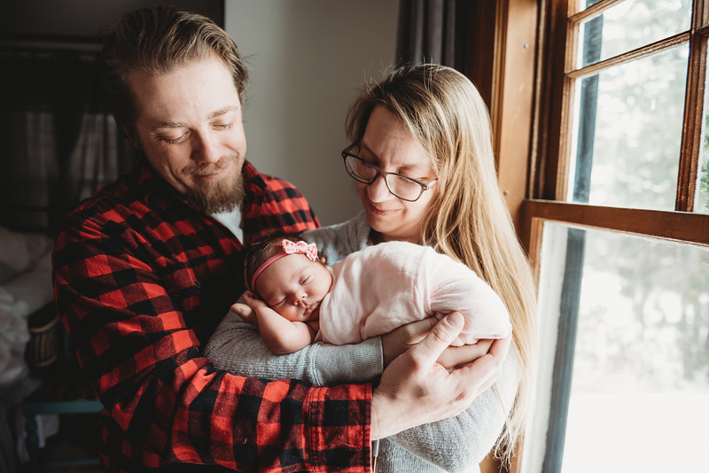 _DSC822922 2019_03_08 Hanna Rose newborn photos_.jpg