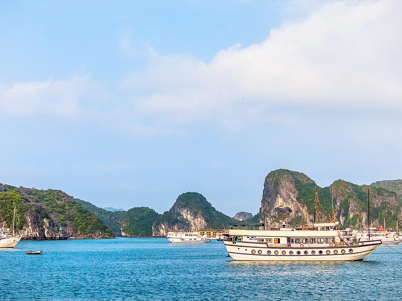 HaLong Bay Vietnam Cruise_P1090378.jpg