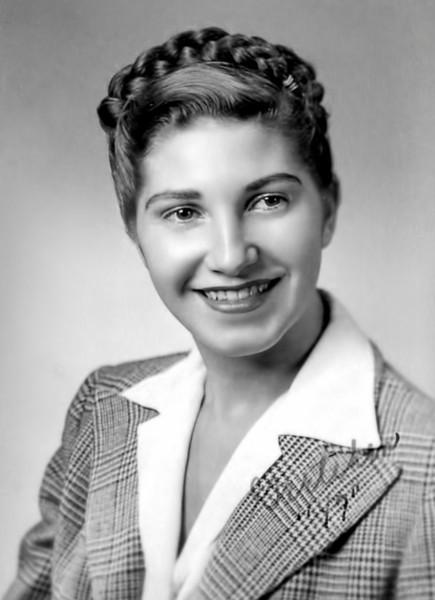 29 Old Nicol Photos - Mom 1947.jpg