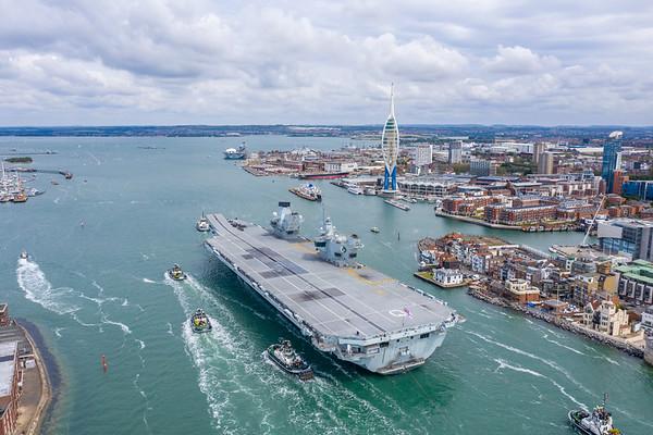HMS QUEEN ELIZABETH entering Portsmouth
