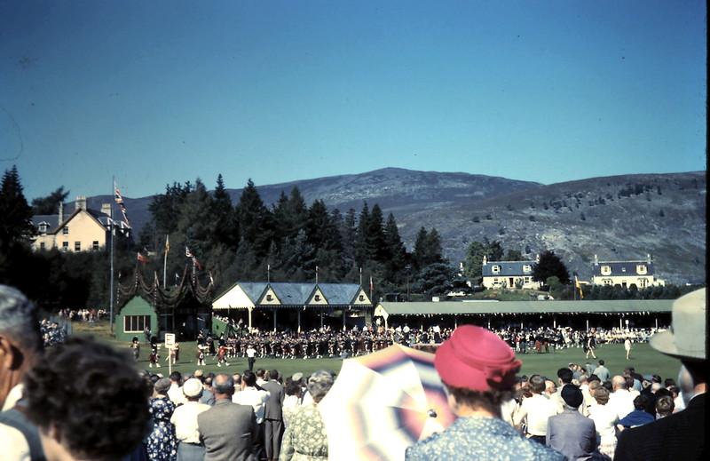 1959-9-10 (21) Royal Highland gathering @ Bramear, Scotland.JPG
