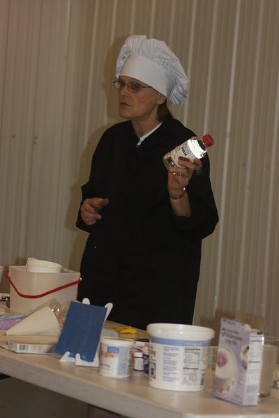Mid-Week Adventures - Cake Decorating -  6-8-2011 050.JPG