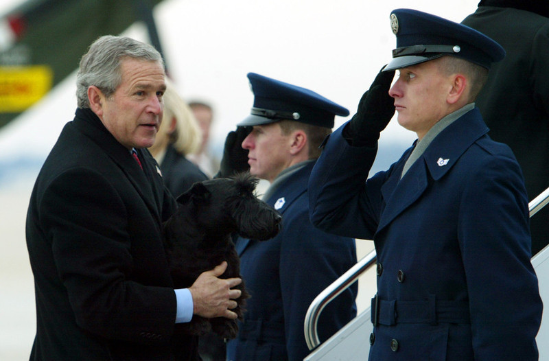 . Holding his dog Barney, President Bush boards Air Force One at Andrews Air Force Base in Md., Sunday, Dec. 26, 2004. The Bush\'s will spend the New Year\'s holiday at their Crawford, Texas ranch.  (AP Photo/Susan Walsh)