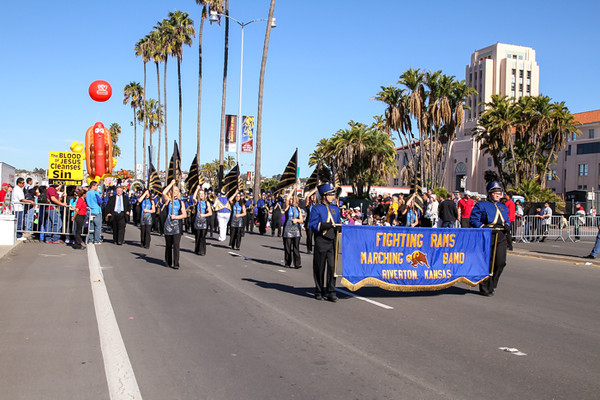 HOLIDAY BOWL PARADE1-0611.jpg