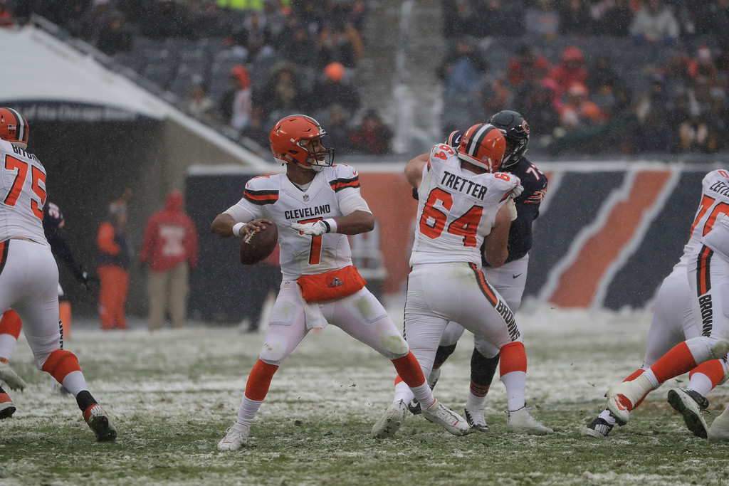 . Cleveland Browns quarterback DeShone Kizer (7) throws against the Chicago Bears in the first half of an NFL football game in Chicago, Sunday, Dec. 24, 2017. (AP Photo/Nam Y. Huh)