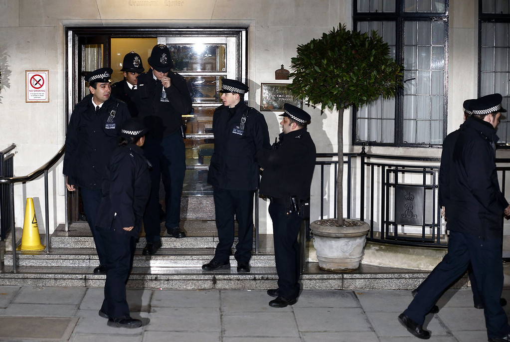 . Police officers stand guard outside King Edward the VII hospital in London on December 3, 2012, where Catherine, the Duchess of Cambridge, is resting for suffering severe morning sickness. Prince William\'s wife Catherine is pregnant with their first child, St James\'s Palace said, in an eagerly awaited announcement about a baby destined to be Britain\'s future king or queen.  JUSTIN TALLIS/AFP/Getty Images