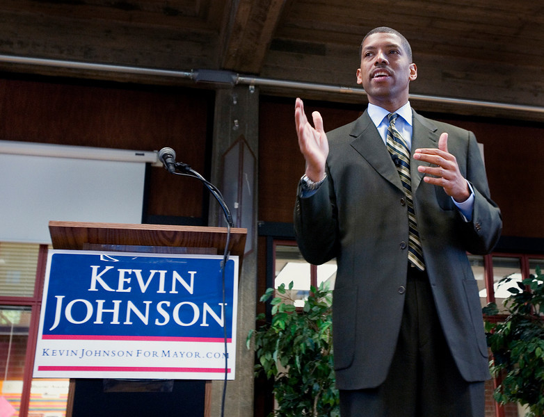 Sacramento mayoral candidate Kevin Johnson speaks at Sacramento City College on April 21, 2008.